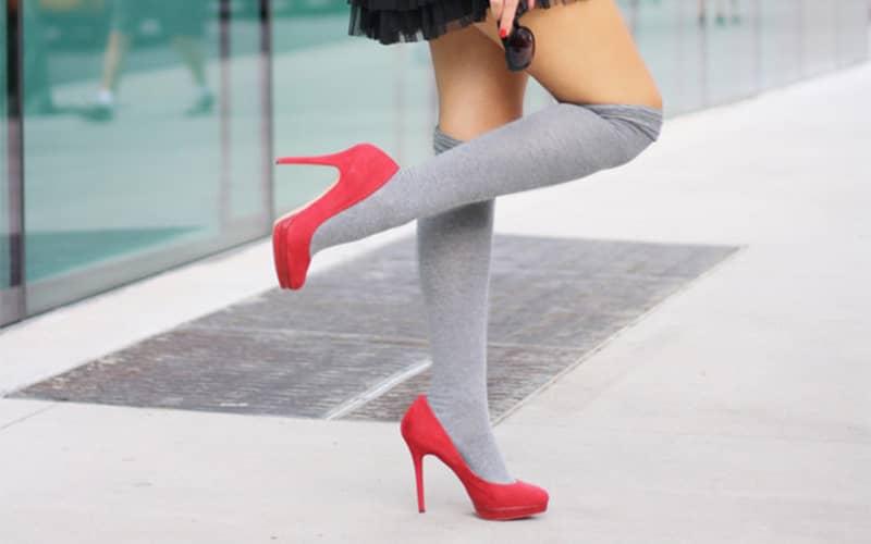 استایل جوراب بلند با کفش پاشنه بلند