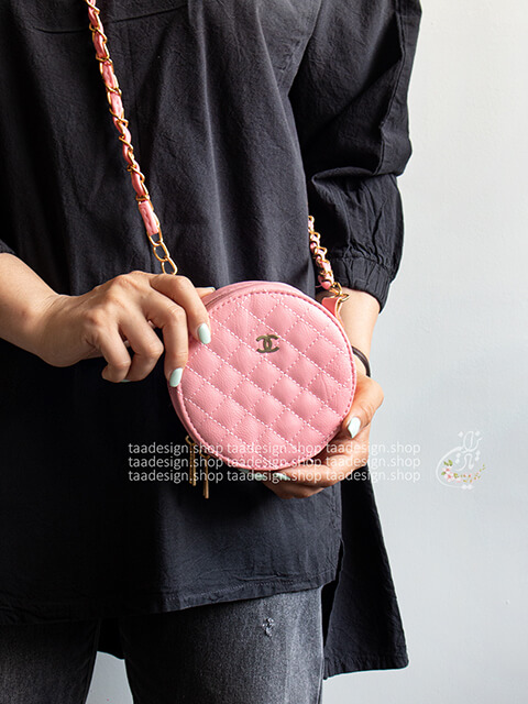 کیف دوشی گرد طرح شنل _ صورتی