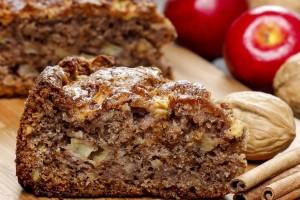 طرز تهیه کیک سیب و گردو و دارچین