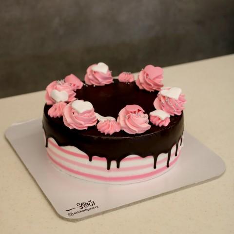 کیک قلبی صورتی