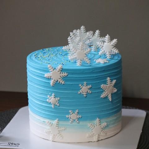 کیک ارتفاع دار برفی