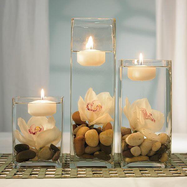 شمع سفید روی آب