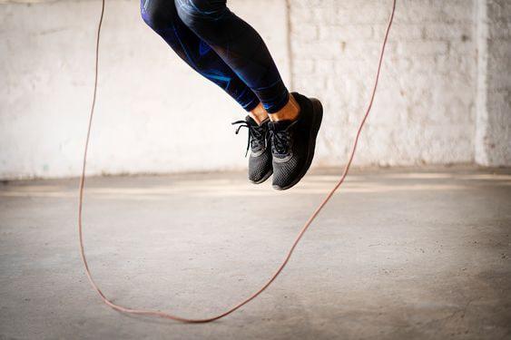 طناب زنی ورزشی ساده و موثر برای بالا بردن آمادگی جسمانی